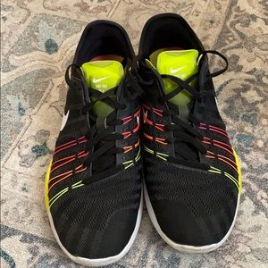 NIKE Free TR6 Black with neon detailing size 9